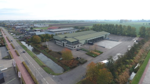 Ons nieuwe bedrijfspand, Veensesteeg 15 Veen. Voorlopig blijven we nog produceren in Wijk en Aalburg tot de nieuwbouw klaar is.Alleen de weegbrug en de koelcellen in Veen zijn al wel in gebruik